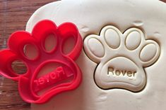 Personalized Paw Print Dog Treat cookie cutter with by ThreeDGeek