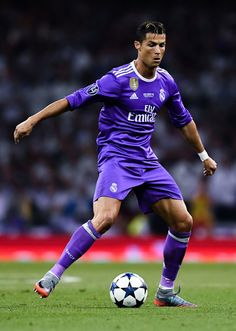 Cristiano Ronaldo of Real Madrid CF runs with the ball during the UEFA Champions League Final between Juventus and Real Madrid at National Stadium of Wales on June 2017 in Cardiff, Wales. Fotos Real Madrid, Ronaldo Photos, Genoa Cfc, Surf, Cristiano Ronaldo Juventus, We Are The Champions, National Stadium, Soccer Stars, Nikki Bella