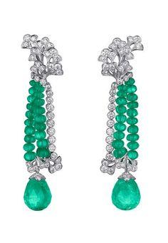 Boucles d'oreilles Sortilège en diamants et émeraudes, Cartier