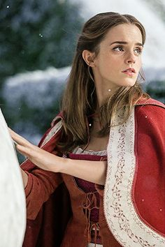 New stills of Emma Watson as 'Belle' in Disney's Beauty and the Beast (2017). Pinned by @lilyriverside