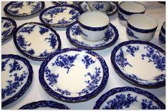 Wow, Beautiful Flow Blue Dinnerware Set