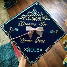 50+ Beautifully Decorated Graduation Cap Ideas & 40+ Awesome Graduation Cap Decoration Ideas | Pinterest | Cap Grad ...