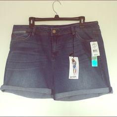 Bermuda Rolled Shorts Very good quality size 17 Shorts Bermudas