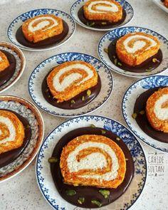 HİNDİSTAN CEVİZLİ RULO HAVUÇ PASTASI   Cahide Sultan بِسْمِ اللهِ الرَّحْمنِ الرَّحِيمِ Blueberry Cheesecake, Desert Recipes, Carrot Cake, Cheesecakes, Tea Time, Cake Recipes, Carrots, Deserts, Food And Drink