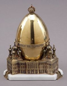 The St Petersburg Faberge Egg (sterling silver) Fabrege Eggs, Imperial Russia, Egg Art, Objet D'art, Russian Art, Egg Decorating, Oeuvre D'art, Easter Eggs, Jewelry Displays