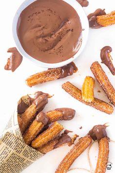 """Vyprážané španielske """"šišky"""" z odpaľovaného cesta s domácou čokoládovou omáčkou Churros, Pretzel Bites, Chocolate Fondue, Donuts, Bread, Sweet, Desserts, Comfort Foods, Pastries"""