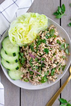 A Simple and Fresh Thai Salad made with ground chicken, toasted rice powder, and fresh herbs. A Simple and Fresh Thai Salad made with ground chicken and fresh herbs. Asia Food, Laos Food, Thai Street Food, Healthy Cooking, Cooking Recipes, Healthy Recipes, Keto Recipes, Eating Clean, Recipes