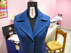An excellent tutorial for a lined woman jacket. Ash Blonde Balayage, Jackets For Women, Sewing, Knitting, Clothes, Dresses, Crafts, Patterns, Woman