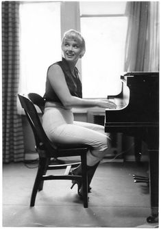 Marilyn in piano rehearsal for The Seven Year Itch, 1954. Photo by Sam Shaw.
