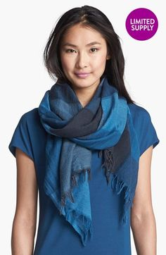 Gorgeous wool scarf. Put it with a cardigan, some leggings and boots and I'd be set for a fall day.