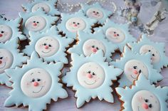 Here are the best Christmas Cookies decorations ideas for your inspiration. These Christmas Sugar Cookies decorated with royal icing are cutest desserts. Christmas Wreath Cookies, Christmas Biscuits, Snowman Cookies, Snowflake Cookies, Star Cookies, Cute Cookies, Holiday Cookies, Christmas Wreaths, Cute Christmas Desserts