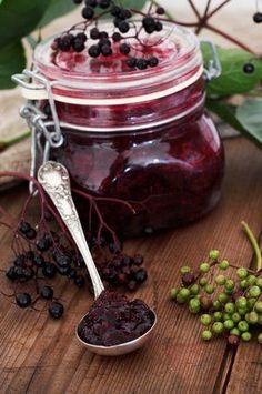 Eine Holunder-Marmelade schmeckt ganz besonders. Probiere jetzt mal dieses #Rezept.