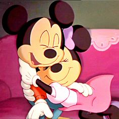 Mickey and minnie mouse hugs. Mickey Mouse Drawings, Mickey Mouse Wallpaper, Disney Wallpaper, Disney Drawings, Walt Disney, Disney Quiz, Disney Art, Mickey And Minnie Love, Mickey Mouse And Friends