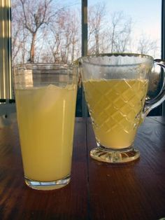 Outydse gemmerbier | Koffie Klets South African Dishes, South African Recipes, Homemade Ginger Ale, Ginger Beer, Fun Drinks, Healthy Drinks, Cold Drinks, Alcoholic Beverages, Kos