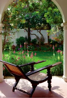 Oh to have home with a garden and plantation chair to enjoy it. Interior Exterior, Exterior Design, Beautiful Gardens, Beautiful Homes, Indian Interior Design, Indian Garden, British Colonial Decor, Colonial Furniture, Gardens