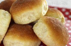 Pão de Batatanão tinha aqui no blog e vocês sempre me pediam. Testei essa receita e amei o resultado, mas tive que fazer adaptações e não foi por culpa da receita, é que batata é um ingrediente in…