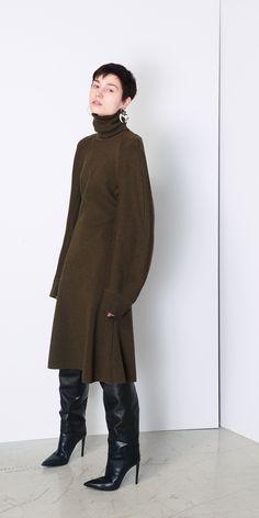 터틀넥 A라인 드레스