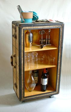 Trunk Repurposed Bar included in these 20 DIY Vintage Suitcase Projects and Repurposed Suitcases. Create unique home decor using repurposed old suitcases! Old Trunks, Vintage Trunks, Antique Trunks, Diy Bar, Bermudas Vintage, Repurposed Furniture, Diy Furniture, Furniture Plans, Vintage Furniture