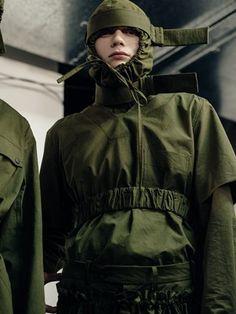 Backstage at Craig Green Military Inspired Fashion, Military Fashion, Military Looks, Craig Green, Dior, Fashion Details, Fashion Design, Cyberpunk Fashion, Thrift Fashion