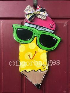 School Pencil and sunglasses and polka dot back to school teacher gift wood cut out hand painted doo Fall Wooden Door Hangers, Owl Door Hangers, Teacher Door Hangers, Wooden Door Signs, Teacher Doors, Rustic Wood Signs, Wooden Doors, Pencil Door Hanger, School Door Decorations