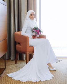 Muslimah Wedding Dress, Muslim Wedding Dresses, Dream Wedding Dresses, Malay Wedding Dress, Wedding Hijab Styles, Bridal Hijab, Bride Gowns, Bridesmaid Dress, Marie