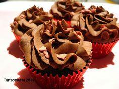 Tartacadabra: Glasé/Buttercream de Chocolate Fudge  175 g de chocolate negro  250 g de mantequilla suave  275 g de azúcar glass (tamizado)  1 cucharadilla de esencia de vainilla