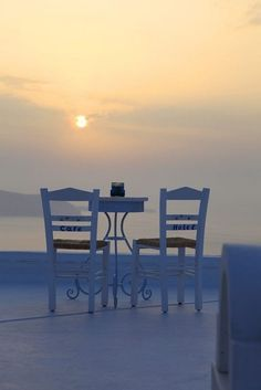 Santorini at sunset Outdoor Chairs, Outdoor Furniture Sets, Outdoor Decor, White Furniture, Porches, Summer Nature Photography, Hans Peter, Building Structure, Santorini Greece