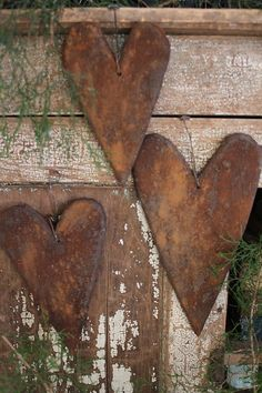 Set of 3 Hearts: wooden hearts, made to look like grungy gingerbread. Primitive Crafts, Primitive Christmas, Primitive Country, Valentines Day Hearts, Be My Valentine, Art Fil, Heart Crafts, Metal Tree, Wooden Hearts