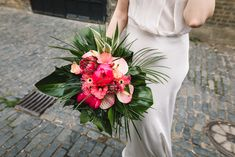 Laid Back Colourful London Wedding With Tropical Florals at Clapton Country Club Hibiscus Wedding, Tropical Wedding Bouquets, Tropical Wedding Decor, Flower Bouquet Wedding, Floral Wedding, Hibiscus Bouquet, Hawaiian Wedding Flowers, Tropical Weddings, Flower Bouquets