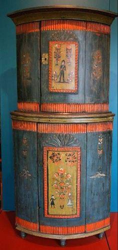 Kaappi 1800-luvulta  http://kuvablogi.com/kb/turistinasuomessa/2008/04/426/