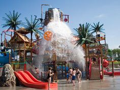 Get wet and wild! Put on your swimsuit and splash around at the best water parks in the US, including Schlitterbahn, Water Country USA and Dollywood Splash Country.