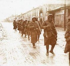 ils ont été engagé des le début de la bataille de Verdun dans le secteur de Douaumont Bataille De Verdun, Images, Lorraine, Wwi, Couple Photos, Fictional Characters, Antigua, Beginning Sounds, Photography