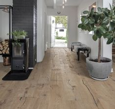 Kahrs Supreme Smaland Hardwood Flooring, inspired by the beauty of the dark forests of Sweden, engineered to be uniquely beautiful & easy to install. Rustic Style, Modern Rustic, Modern Farmhouse, Farmhouse Kitchens, Modern Industrial, Entryway Lighting, Entryway Ideas, Entryway Decor, Hallway Designs