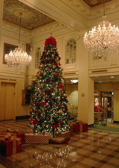 IMG_0723 Hotel Monteleone Christmas lobby by godutchbaby, via Flickr