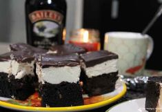 Bailey's Irish Cream Brownies YOU GUYS. We may have a new house fav when it comes to chocolate treats. These brownies are over-the-top decadent. Let me take you through this situation. Dark Chocolate Brownies, Molten Chocolate, Chocolate Treats, Dark Chocolate Chips, Fried Goat Cheese, Hot Fudge Sauce, Baileys Irish Cream, Best Brownies, Brownie Recipes