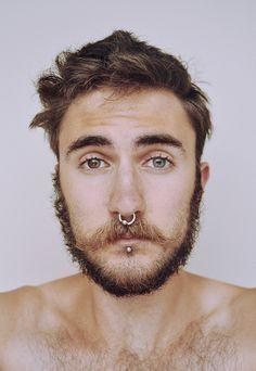 29 ideas for piercing labret homme Septum Piercings, Piercing Tattoo, Piercing Labret, Faux Piercing, Facial Piercings, Medusa Piercing, Guys With Septum Piercing, Bull Piercing, Piercings For Men