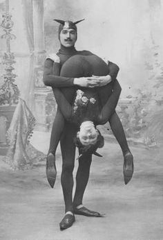 Vintage Freak Show Photo The Famous by Old Circus, Night Circus, Circus Acts, Kasimir Und Karoline, Cirque Vintage, Pierrot Clown, Sideshow Freaks, Human Oddities, Photo Vintage