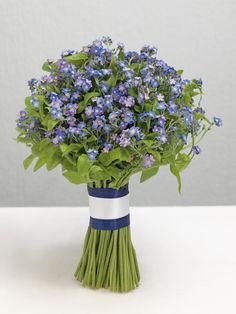 Blauer Vergissmeinnicht-Brautstrauß von weddingstyle.de  Weiße Rosen mit Vergissmeinicht als Brautstrauß wäre der Hammer.