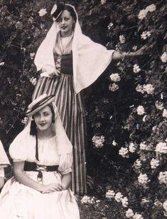 Women in Spain, 1930s