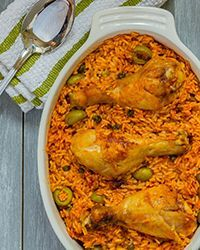 Arroz con Pollo (Puerto Rican Rice with Chicken) | Hace el sofrito a mano (tomato, bell pepper, onion, garlic, cilantro, evo)