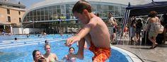 Para los hongos, una piscina es un crucero de lujo. http://www.farmaciafrancesa.com/main.asp?Familia=189=221=familia=1