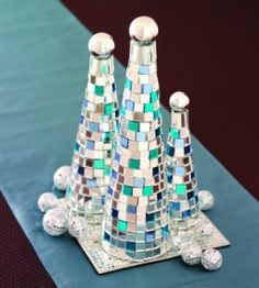 Christmas Tree Mosaic Craft. Such a lovely idea! countrywomanmagazine.com
