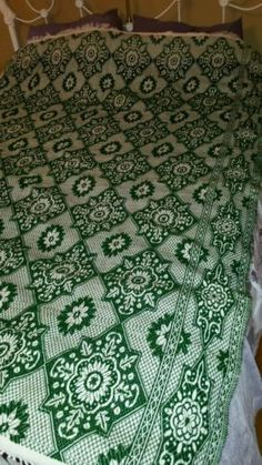 VINTAGE WOOL LOOMED WOOL SHABBY BLANKET FRINGE RUG CHIC BED SPREAD GREEN 7' X 5'