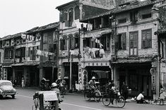In 1821, there were about 1,000 Chinese living in the area south of the Singapore River, where Boat Quay is today. Description from sg-shophouseforsale.com. I searched for this on bing.com/images