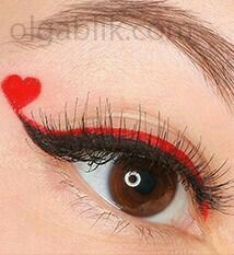 Queen of Hearts makeup. Red Queen Costume, Queen Of Hearts Costume, Queen Of Hearts Halloween, Make Carnaval, Costume Carnaval, Eye Makeup Red Dress, Love Makeup, Queen Of Hearts Makeup, Red Queen Makeup
