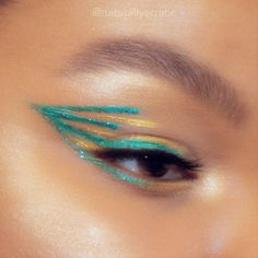 What's Makeup ? What is Makeup ? In general, what is makeup ? It's a credit card applicatoin which allows … Perfect Winged Eyeliner, Winged Eyeliner Tutorial, Glitter Eyeliner, No Eyeliner Makeup, Eyeliner Styles, Eyeliner Brush, Makeup Eyes, Carnaval Costume, What Is Makeup