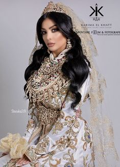 Moroccan Wedding Hairstyles - Based on your venue agreement, there could be a few constraints with regards to the sort of decor it is possible to generate or alterations you may make to the area. For instance, a museum or ancient wedding venue. Moroccan Bride, Moroccan Wedding, Moroccan Caftan, Caftan Dress, Kaftan, Abaya Designs, Bridal Photography, Couture Dresses, Wedding Trends