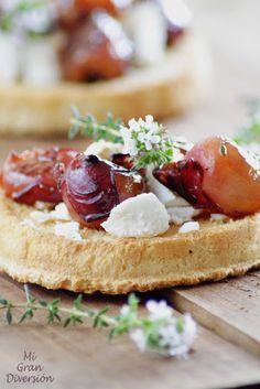 Crostini de queso de cabra con uvas caramelizadas - La Maison