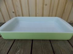 Vintage Pyrex Lime Green 1 1/2 Quart Oblong Casserole Baking Pan Looks As If it has Never Been Used!!
