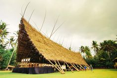 The Bamboo Tent, designed by Andrew Ma, is in line with the sustainable trend of building with sustainable materials.
